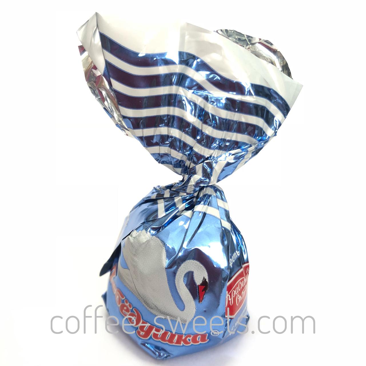 """Конфеты шоколадные Красный октябрь """"Лебедушка"""" мягкий ирис"""