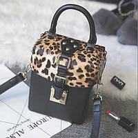 Маленькая женская сумка с заклепками Бочонок леопардовая (сверху), фото 1