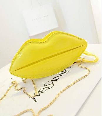 33c0bdc0968e Желтая сумка-губы для девочки,кроссбоди, цена 290 грн., купить в ...