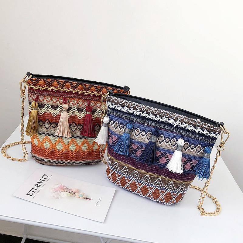 715f936ff57c Разноцветная женская сумка с кисточками - Интернет магазин Slando в Киеве