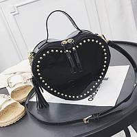 Женская маленькая лаковая сумка Сердце с заклепками черная