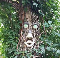 Лицо для дерева со светящимися глазами - декор для ствола