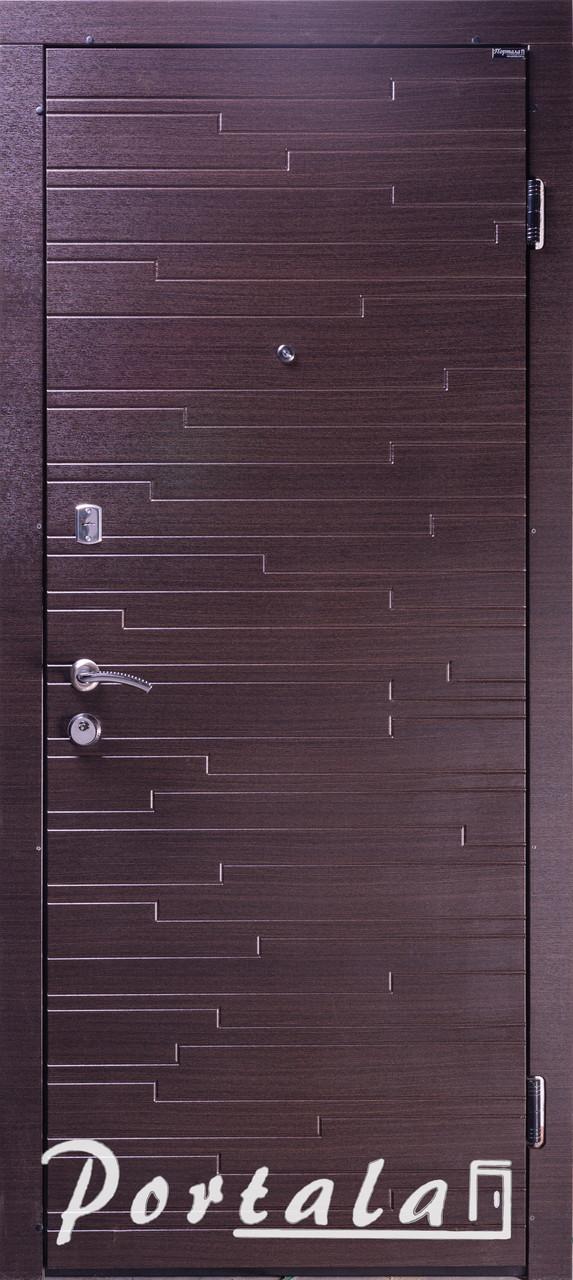 Двери квартирные, серия Элегант, модель Эстепона, гнутый профиль, 2 контура уплотнения, 2 замка