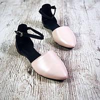 Милые стильные кожаные женские балетки на плоской подошве с ремешком