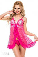 Ярко-розовая кружевная ночная рубашка на тонких бретельках