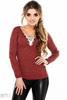 Бордовый свитерок в рубчик с кружевной вставкой в уголке выреза
