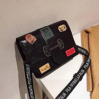 Маленькая женская прямоугольная сумка с нашивками Vogue черная