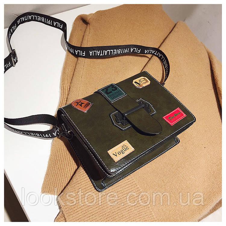 6d9e554487e7 ... Маленькая женская прямоугольная сумка с нашивками Vogue зеленая, ...