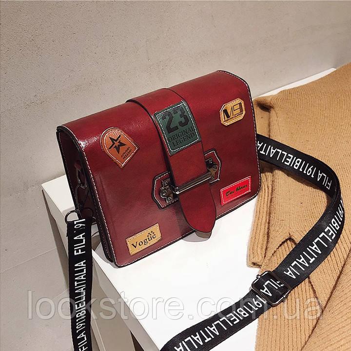 021bf8fb2fe2 Маленькая женская прямоугольная сумка с нашивками Vogue красная, цена 370  грн., купить в Днепре — Prom.ua (ID#938578079)