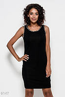 Черное трикотажное платье без рукавов с кружевом на спине и инкрустацией жемчугом и стразами на проймах
