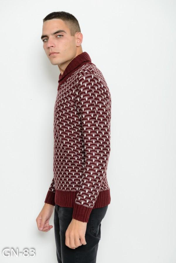 бордовый вязаный свитер с белым декором и воротником хомутом