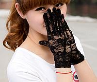Перчатки кружевные черные короткие