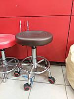 Стул мастера без спинки на колесиках (коричневый)