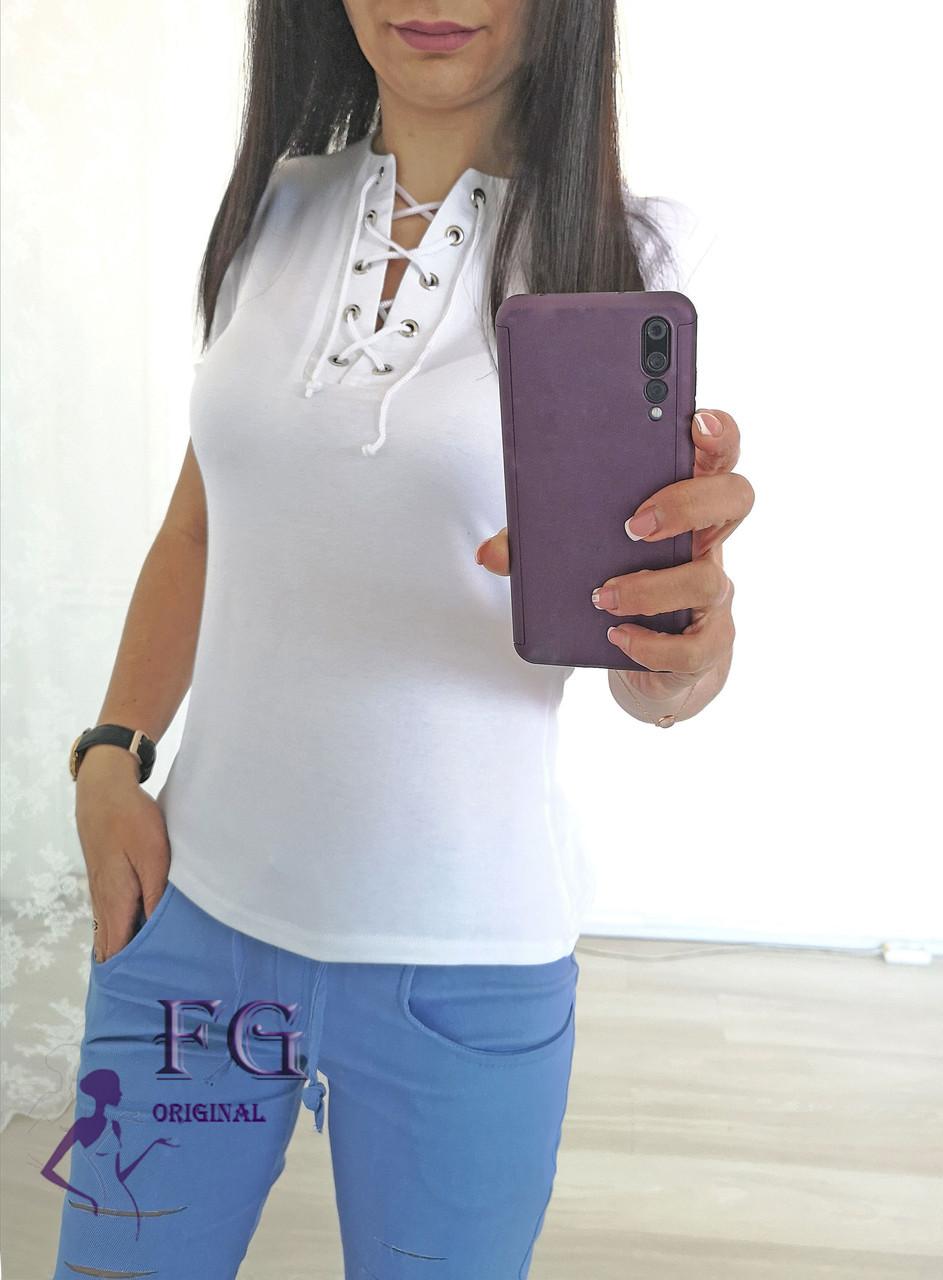 Женская футболка белого цвета на шнуровке