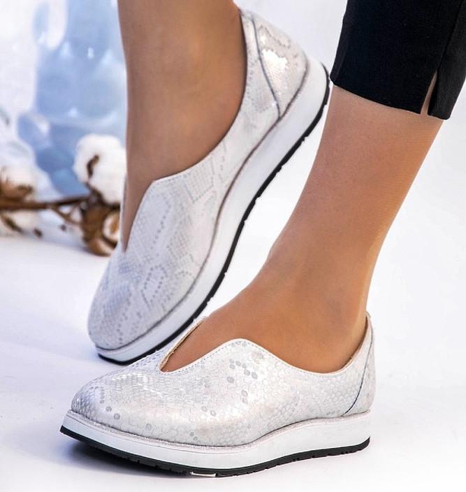 Туфли на низком ходу кожаные женские белая рептилия