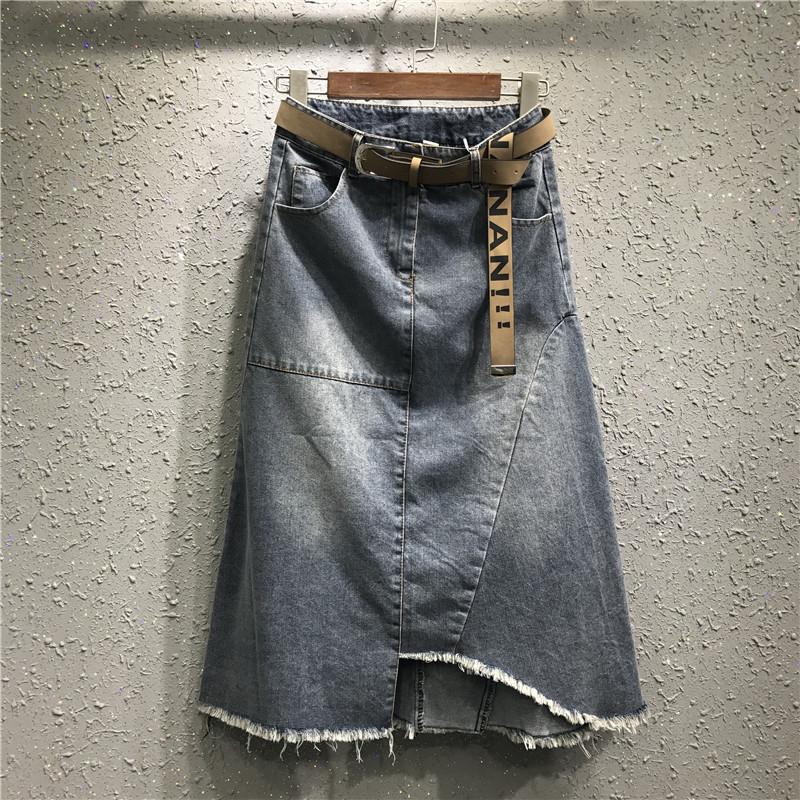 Джинсовая женская удлиненная юбка трапеция с карманами и ремешком синяя