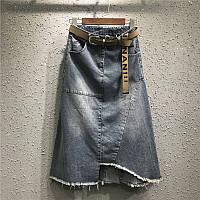Джинсовая женская удлиненная юбка трапеция с карманами и ремешком синяя, фото 1
