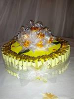 Праздничный торт из конфет
