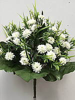 Белая мелкая хризантема с разнотравьем, 36 голов, выс. 50 см., 225/195 (цена за 1 шт. + 30 гр.)