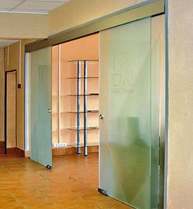 30 Раздвижная перегородка из стекла для магазинов и бутиков - Стеклянная перегородка для выставочных залов