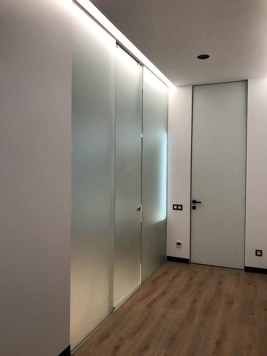 18 Стеклянная перегородка с раздвижной системой - раздвижные двери из стекла