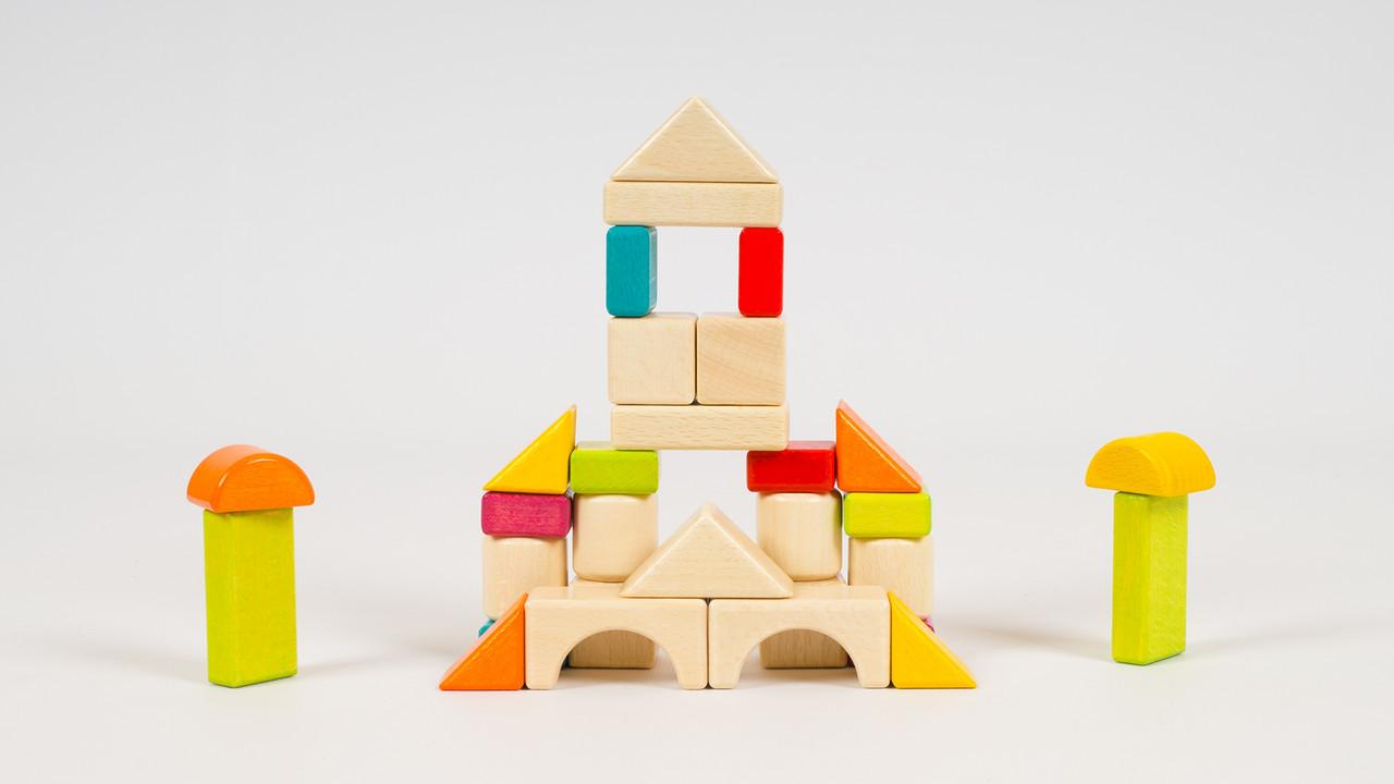 Деревянный конструктор - Городок. В коробке 30 деталей