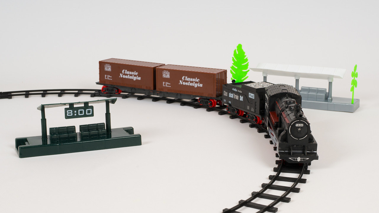Железная дорога с вокзалом. Локомотив издает звуки и светится