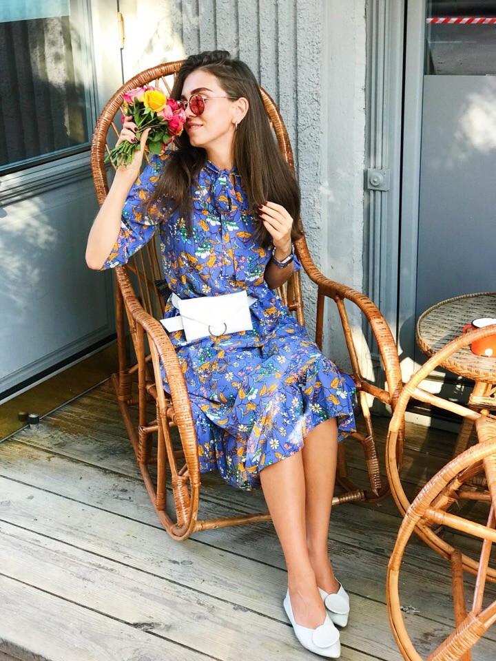 Платье в мелкий цветочек ниже колена высокая талия с рукавом