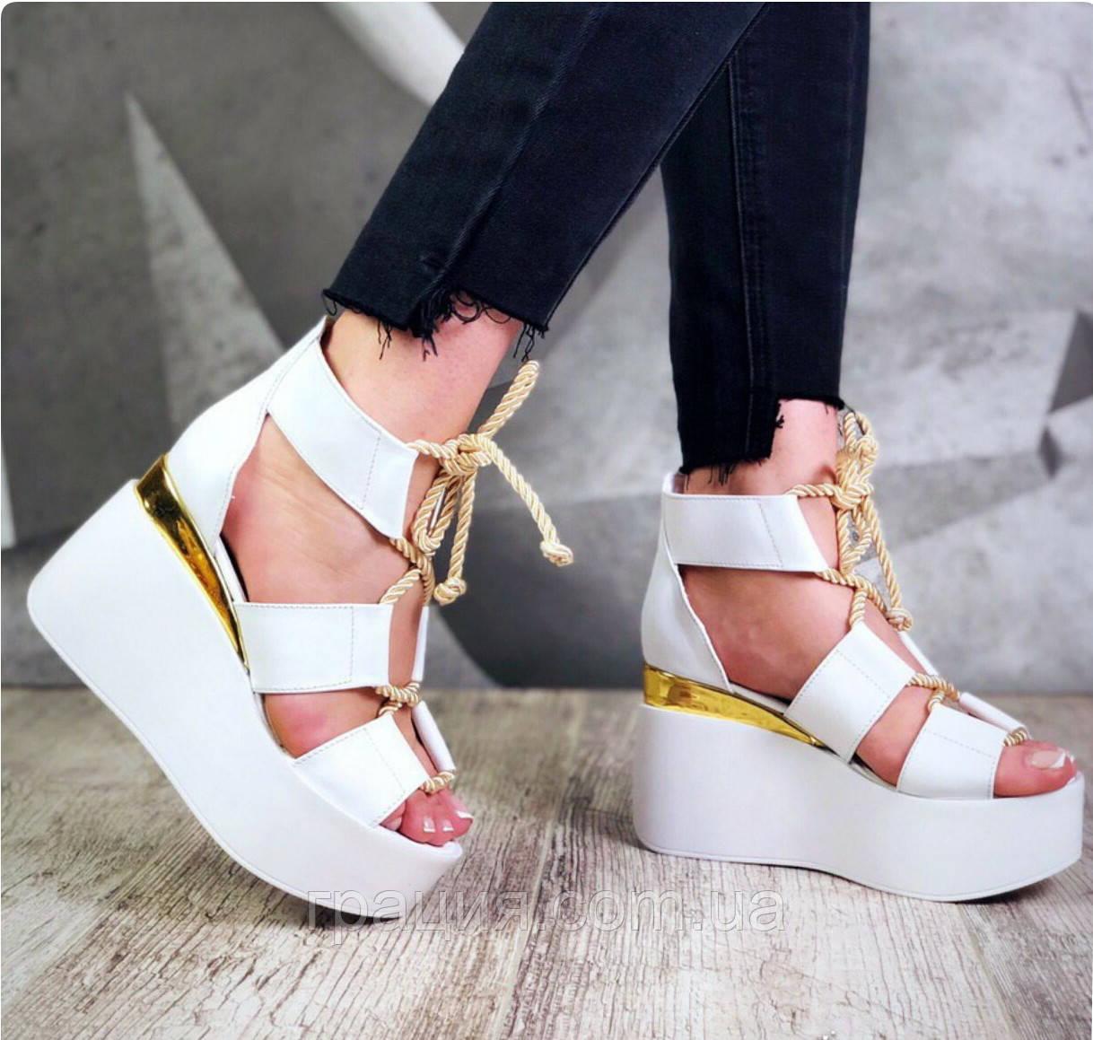Модні, стильні молодіжні босоніжки на платформі