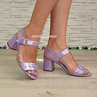 Женские кожаные босоножки на устойчивом каблуке, декорированы бусинками. 38 размер
