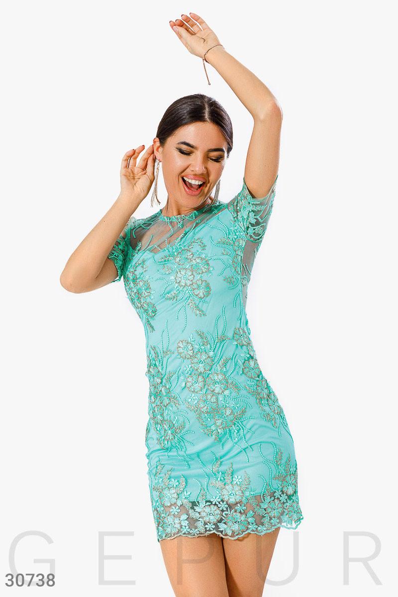 Вечернее платье с вышивкой
