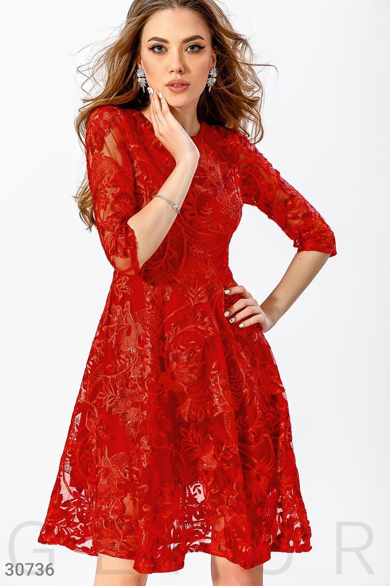 Яркое коктейльное платье