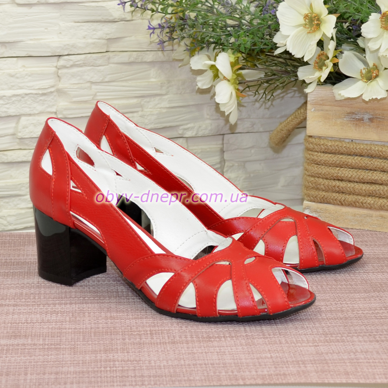 Красные кожаные босоножки женские на каблуке. 38 размер