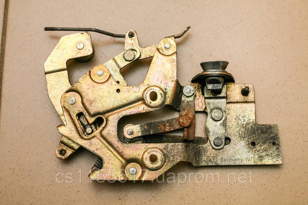 Механизм замка двери боковой сдвижной правой Volkswagen Transporter 4 1990-2003 701843654B