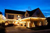 Комплексное новогоднее оформление фасада, территории, интерьера загородных домов и усадеб