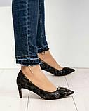 Эффектные, комфортные женские туфли лодочки с тиснением, фото 8