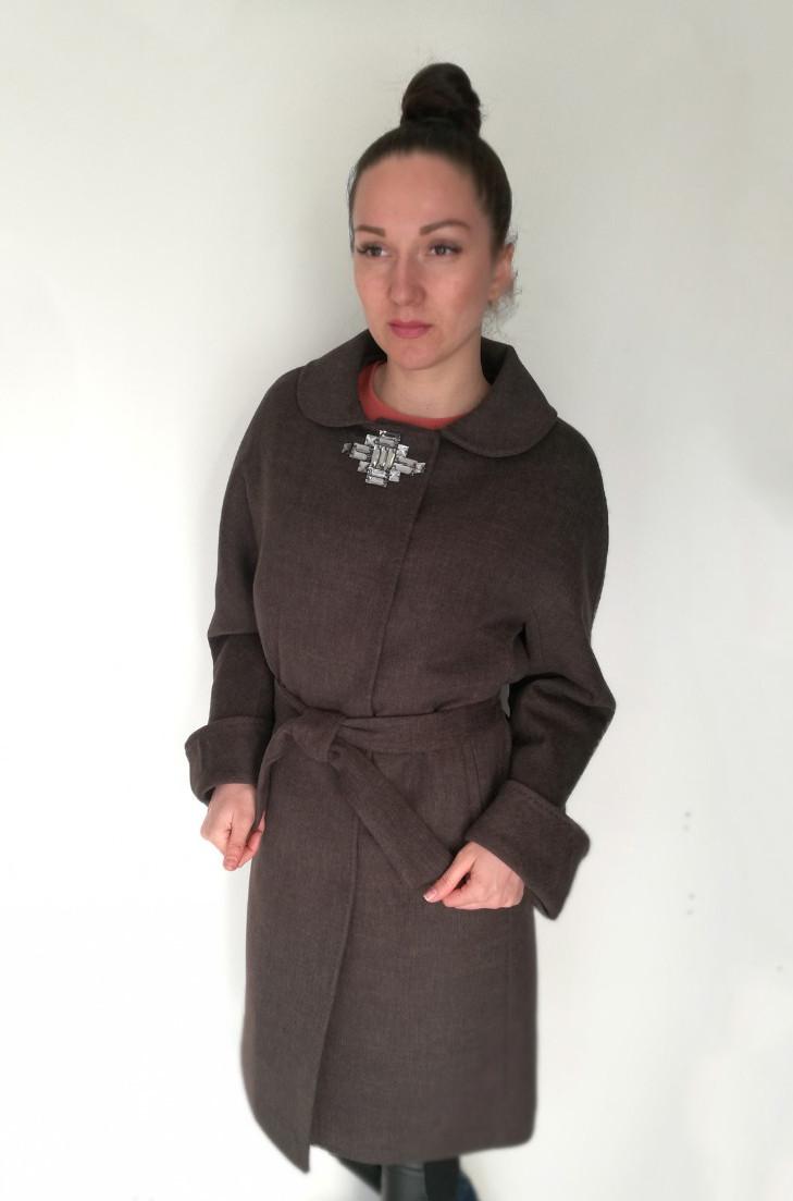 Женское демисезонное пальто с поясом и декоративной брошью / women's coat 14 GL