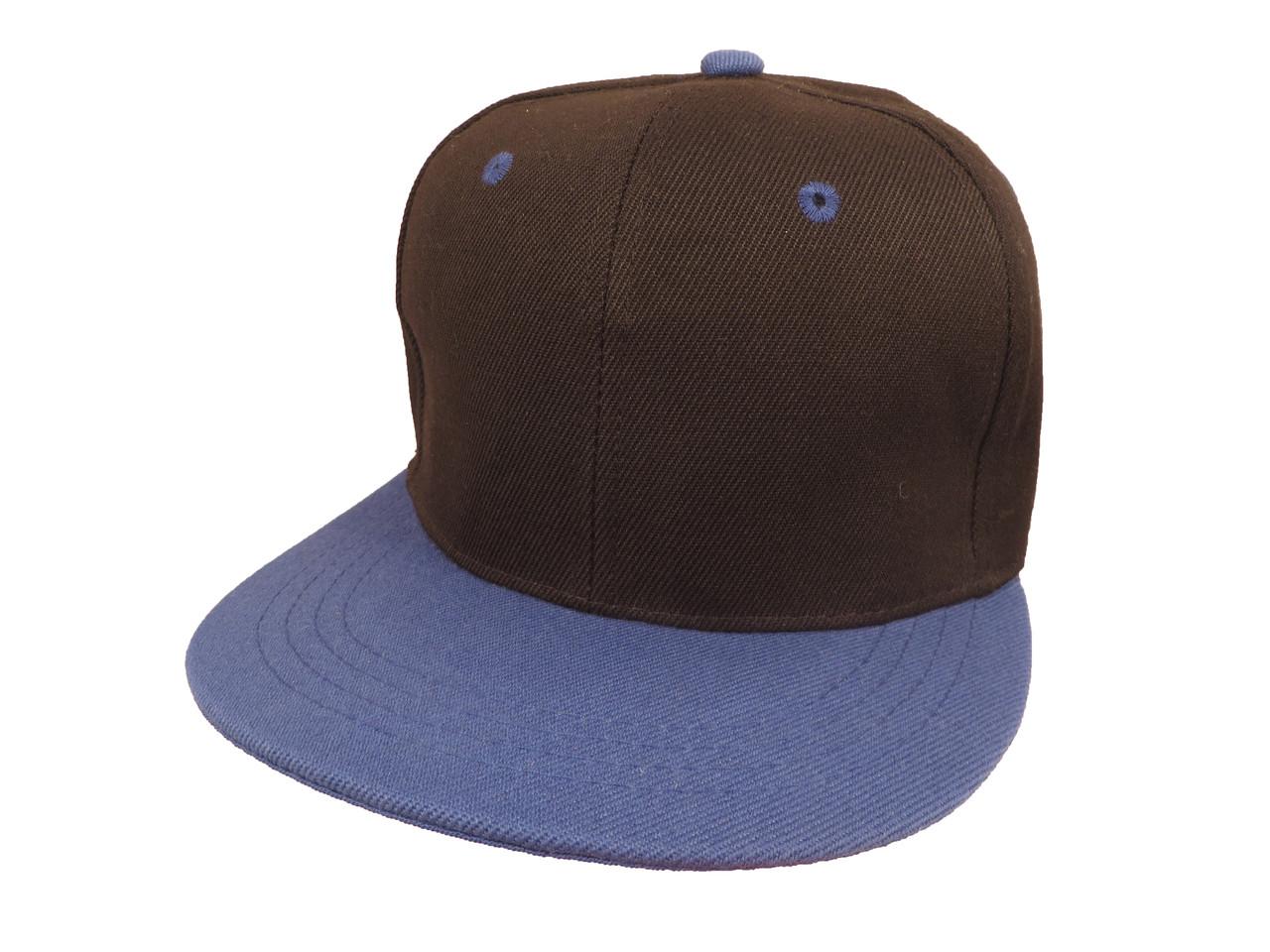 Черная кепка с синим козырьком