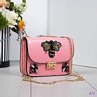 6453df795109 Женская сумка-клатч лаковый с ручкой- цепочкой в розовом цвете с декор