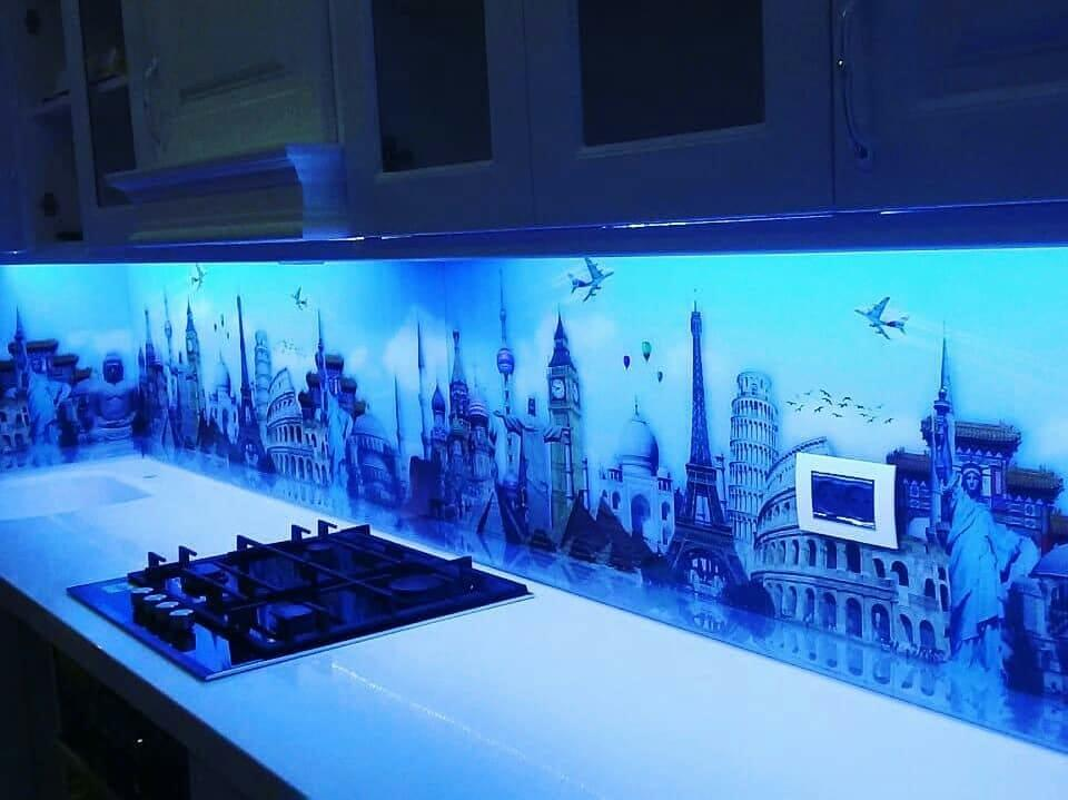 Кухонный фартук с синей подсветкой - чудеса света