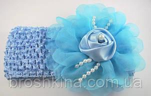 Детская повязка на голову с цветком и бусинами голубая