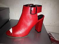 Нарядные босоножки женские кожаные на каблуке красные черные