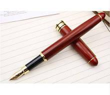 Перьевая ручка в деревянном корпусе в чехле
