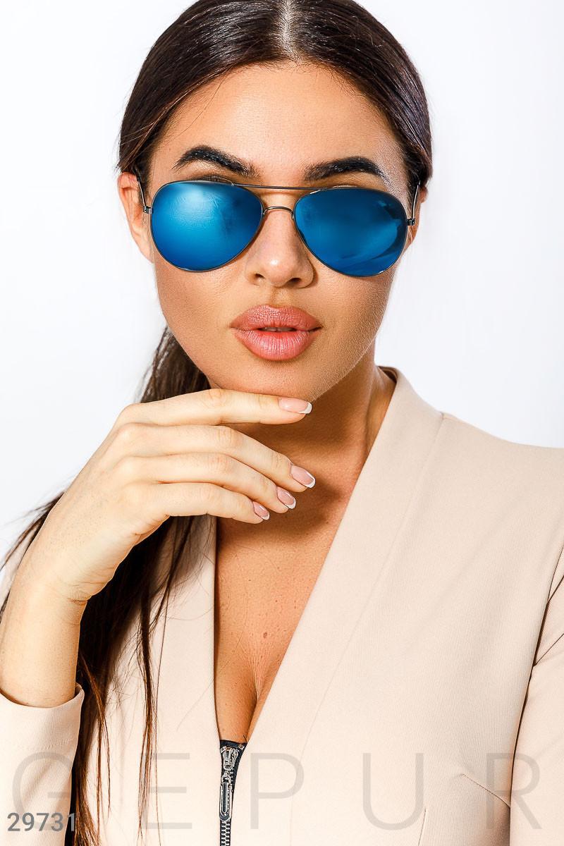 Солнцезащитные очки в тонкой оправе