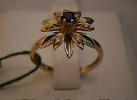 Кольцо золотое женское .