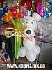 Белый Мишка с букетом из 9  цветов из шаров