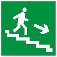 """Самоклеющаяся этикетка 150х150мм """"Направление к эвакуационному выходу по лестнице направо вниз"""""""