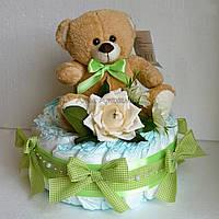 Торт из памперсов с плюшевым мишкой (зеленый)