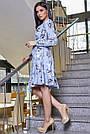 Голубое летнее платье с цветочным принтом с запахом рюшами поясом, фото 3
