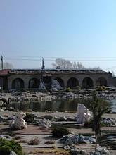 Новое фотоэлектрическое поле установили на скате крыши хозяйственной постройки.